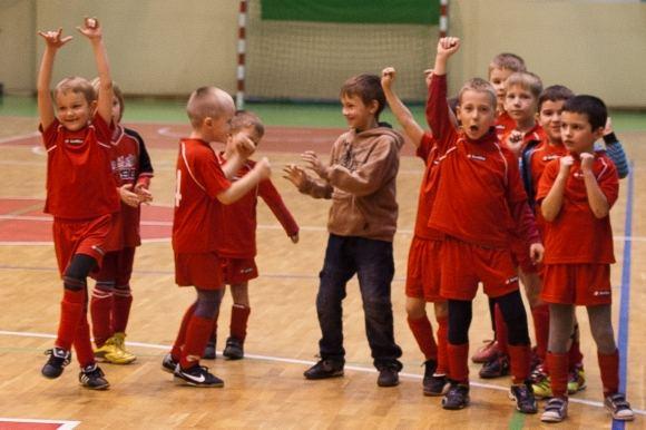 """FK """"Granitas"""" nuotr./Futbolą žaidžiantys vaikai"""