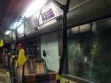 Įvykio liudininkės nuotr./Išdaužtas 36 maršruto autobuso stiklas