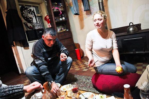 B.Tilmantaitės nuotr./Regina Jegorova savo sukurtoje svečių oazėje  Zugdidžio hostelyje