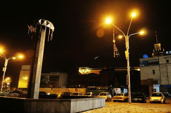M.Vadiaio nuotr./Naktinis Tbilisis. Rustavelio prospekto pradžia