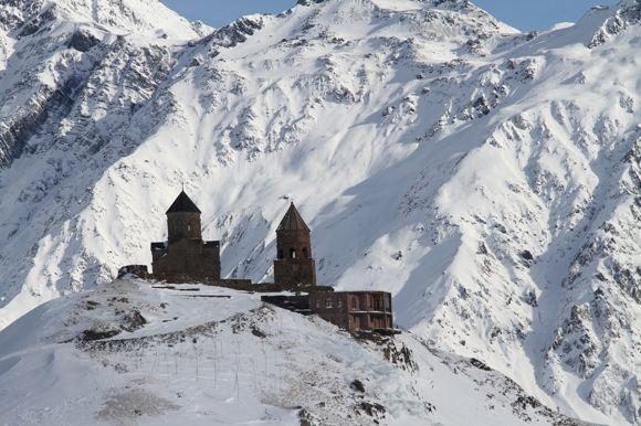 Karolio ir Evelinos nuotr./Tsminda Sameba vienuolynas kalnuose