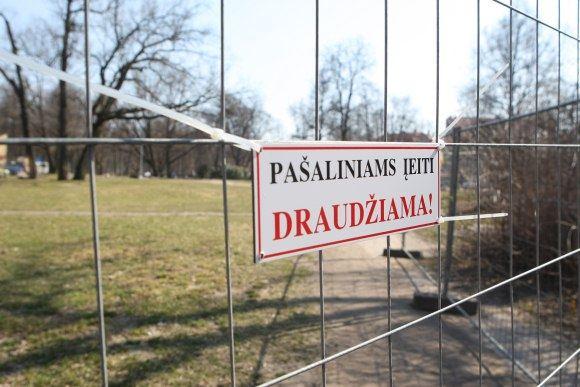Juliaus Kalinsko/15 minučių nuotr./Uždarytas Bernardinų sodas