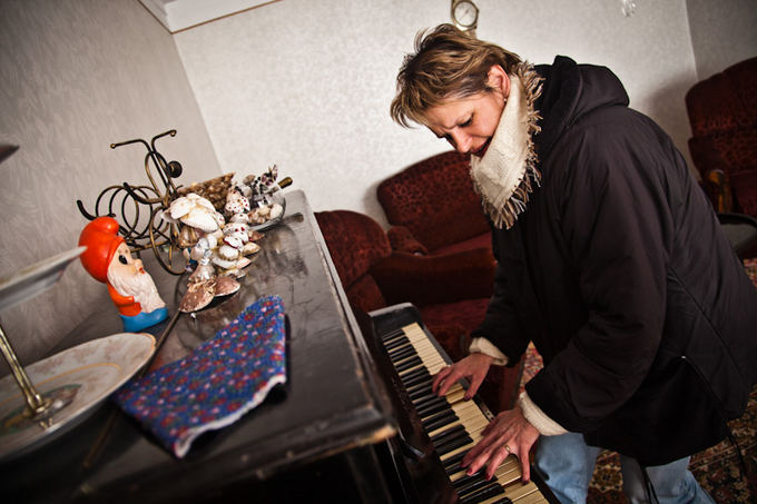 B.Tilmantaitės nuotr./Dalia groja svečių namuose pastatytu pianinu