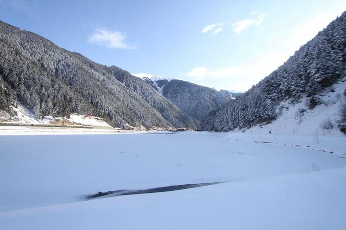 Karolio ir Evelinos nuotr./Uzungol ežeras prie kurio praleidome dvi begalo gražias dienas