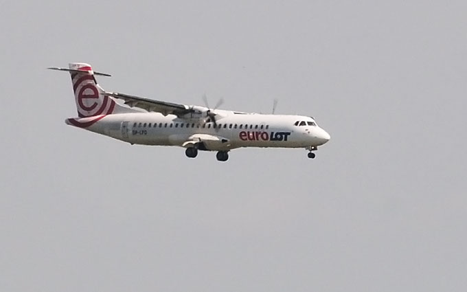 """Aviakompanijos """"LOT"""" orlaivis leidžiasi Vilniuje"""