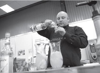 Su Romanu Toroschinu apie kokteilių gėrimo kultūrą norisi kalbėtis ištisas valandas.