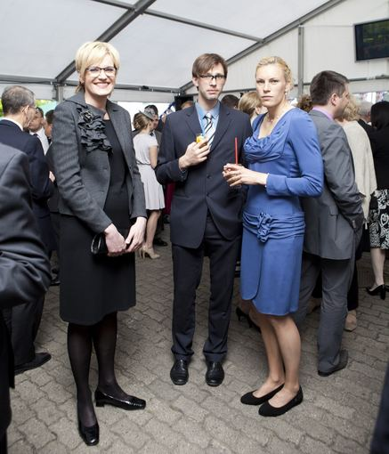 Mariaus Žičiaus nuotr./Austra Skujytė su draugu Valdu ir Gintarė Grikštaitė (kairėje)