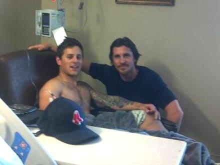 Facebook.com/Christianas Bale'as su vienu iš nukentėjusiųjų Carey Rottmanu