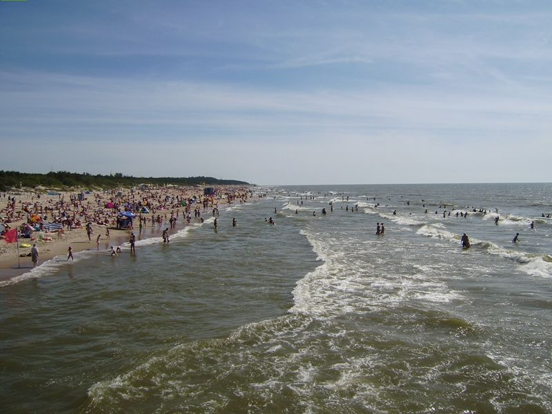 Palangos paplūdimiuose – poilsiautojų jūra.