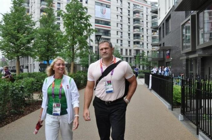 V.Alekna ir lengvosios atletikos rinktinės vadovė N.Medvedeva