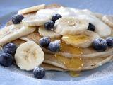 Fotolia nuotr./Bananinis pusryčių blynas