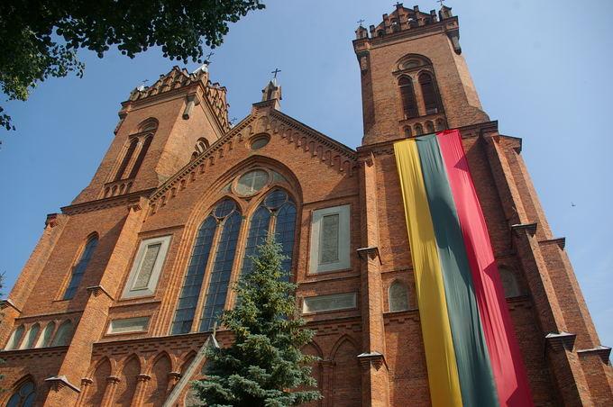 Bitininkų aventės organizatorių nuotr./Kupiakio Kristaus žengimo į dangų bažnyčia, kurioje vyks pamaldos už bitininkus