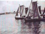 Jūrų muziejaus nuotr./Žvejų burvalčių regata Jūros dienos metu, Klaipėda 1934 m.