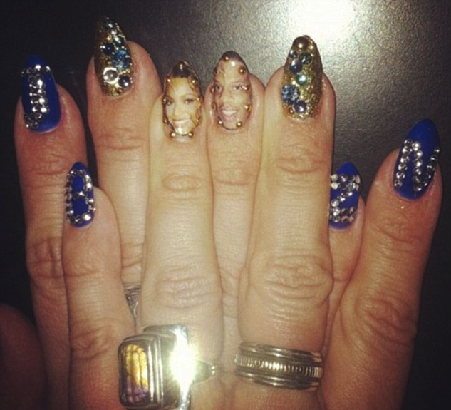 Beyonce savo nagus dekoravo miniatiūrinėmis nuotraukomis
