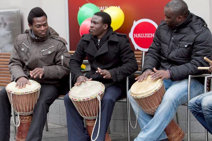 V.Valentinavičiaus nuotr./Chijioke Ndubuisi Nkemka su grupe Ogene Okaa Omee