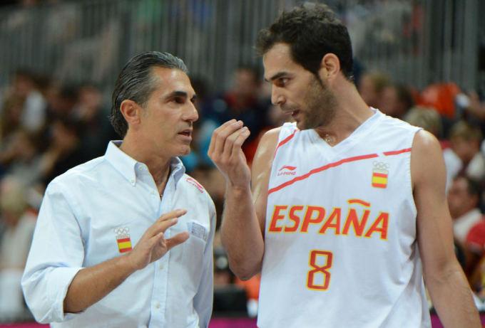 """AFP/""""Scanpix"""" nuotr./Ispanijos krepšinio rinktinės vyriausiasis treneris Sergio Scariolo ir įžaidėjas Jose Calderonas."""