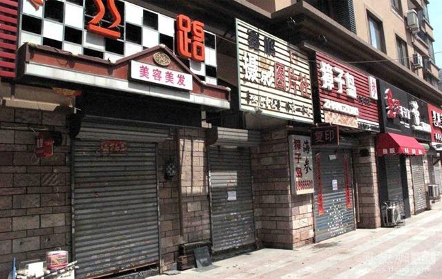 Uždarytos parduotuvės Kinijoje