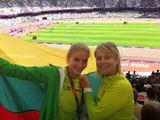 Asmeninio albumo nuotr./Airinė Palaytė ir Asta Dudurytė Londono olimpiniame stadione