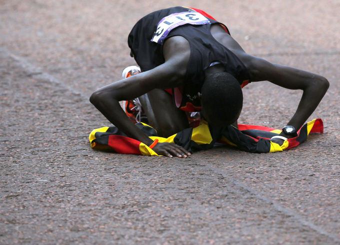 Reuters/Scanpix nuotr./Stephenas Kiprotichas dėkoja olimpinei trasai.