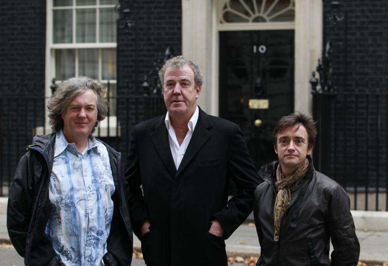"""Šmaikščioji """"Aukščiausios pavaros"""" Trijulė: Jamesas May, Jeremy Clarksonas ir Richardas Hammondas"""
