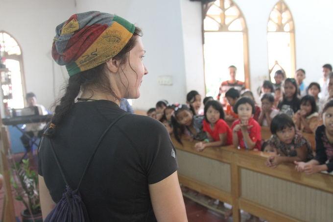 Evelinos ir Karolio nuotr./Indonezijos vaikai bažnyčioje
