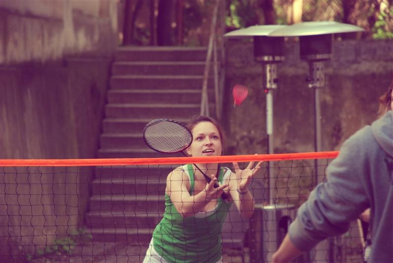 """Badmintono turnyras """"Studio 9"""" kieme."""