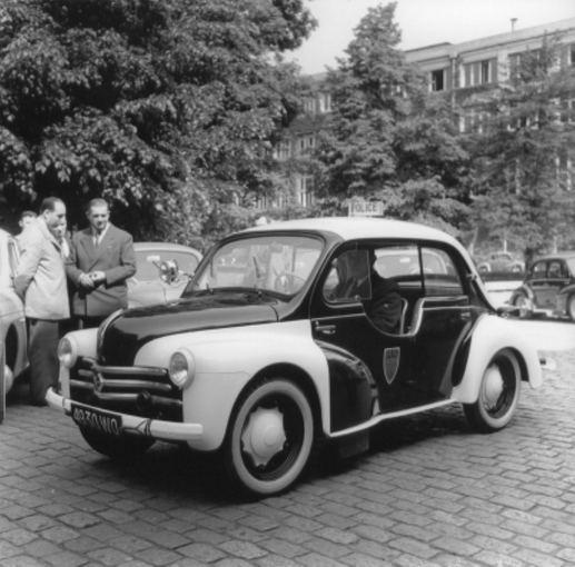 Gamintojo nuotr./Renault 4 CV policijos automobilis, 1954 m.