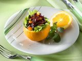 Fotolia nuotr./Salotos apelsino puselėje