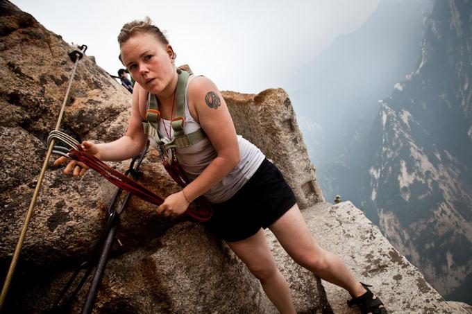 Bertos Tilmantaitės nuotr./Kvapą gniaužianti pramoga - laipiojimas stačiomis Kinijos uolomis