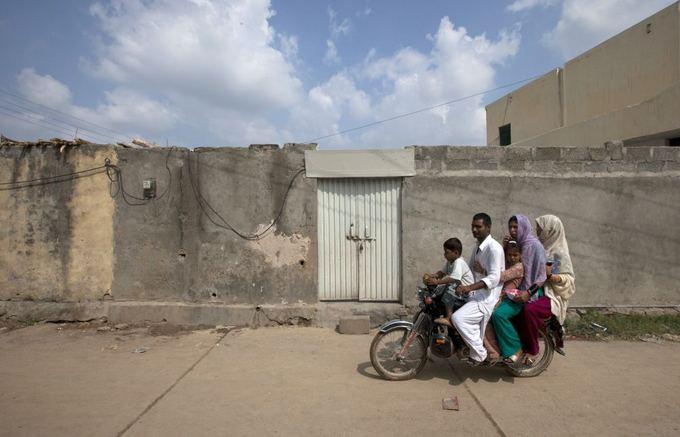 Reuters/Scanpix nuotr./Užrakinti suimtos mergaitės Rimshos namai