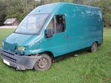 VSAT nuotr./Kontrabandininkai iaaoko ia važiuojančio mikroautobuso, nevaldomas jis atsitrenkė į vietinio gyventojo aulinį