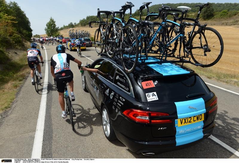 """""""Jaguar XF Sportbrake"""" dviračių lenktynėse"""