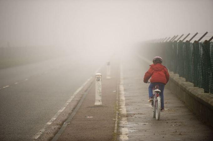 Fotolia nuotr./Vaikas su dviračiu