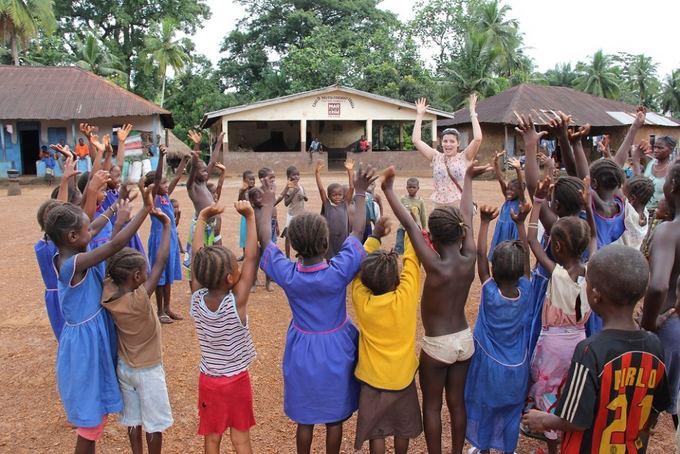 UNICEF nuotr./Renata `akalytė su Siera Leonės vaikais