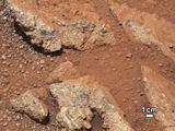 NASA nuotr./Naujose iš Marso atkeliavusiose nuotraukose – užuominos apie tai, kad planetos paviršiuje galėjo tekėti vanduo.