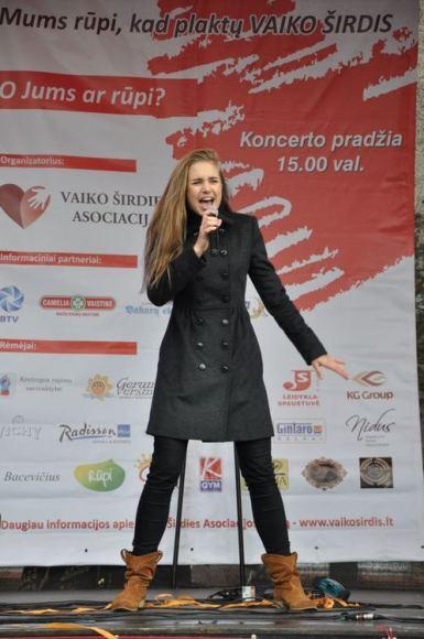 Nuotr. J. Klietkutės/Vaikų Eurovizijos atlikėja E. Jurgaitytė energingai įsiliejo į akciją ,,Kad plaktų VAIKO ŠIRDIS''.