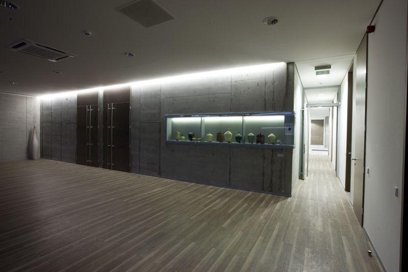 Urnų ekspozicija Kėdainių krematoriume