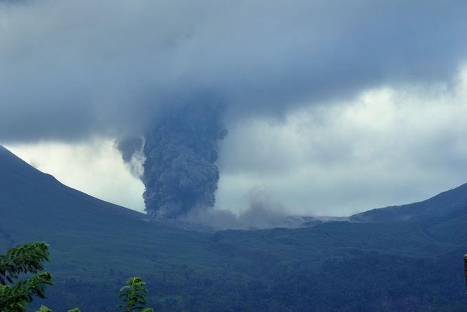 AFP/Scanpix nuotr./Indonezijoje iasiveržė ugnikalnis.