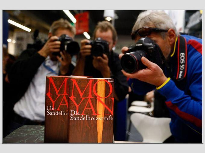 Reuters/Scanpix nuotr./Mo Yano knygų stendas Frankfurto knygų mugėje