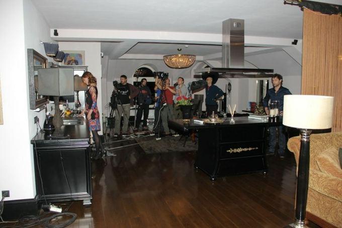 AcmeFilm nuotr./ Valentinas Vienas filmavimo akimirka Astos Valentaitės bute