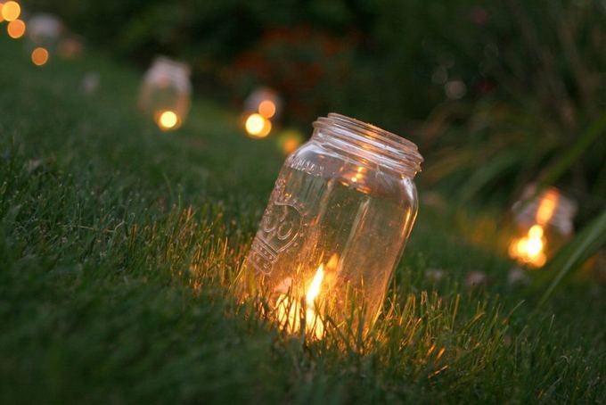 Fotolia nuotr./Žvakidės ia stiklainiukų