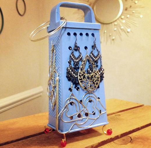 superjewelerblog.com nuotr./Tarka - papuoaalams kabinti