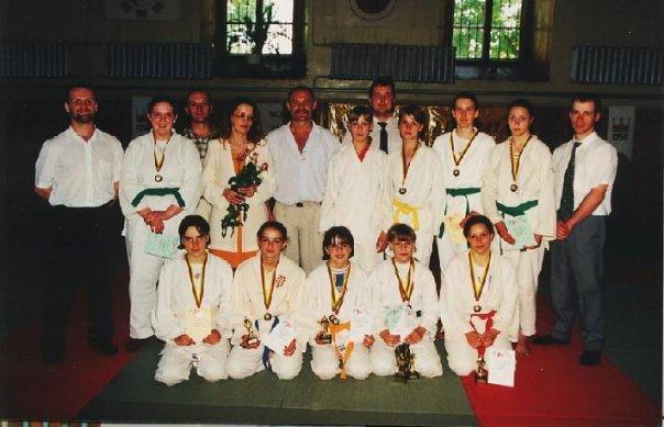 Asmeninio arch.nuotr./Diana Vapsvienė (antra ia kaitės apatinėje eilėje) dziudo čempionate