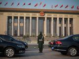 AFP/Scanpix nuotr./Prie kongreso rūmų išrikiuoti naujutėlaičiai automobiliai.