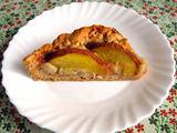Autorės nuotr./Trupininis obuolių pyragas su nektarinais