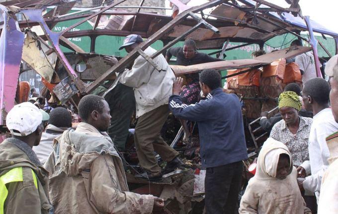 AFP/Scanpix nuotr./Kenijoje sprogo užminuotas autobusiukas.