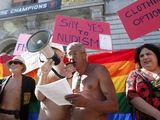 Reuters/Scanpix nuotr./Nudistai praėjusią savaitę San Franciske surengė protestą.