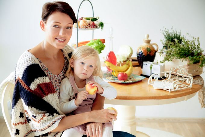 ruzelefoto.lt nuotr./Aistė Jasaitytė-Čeburiak su dukrele Elze
