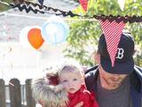 """""""Twitter"""" nuotr./Dainininkės ir aktorės Jessicos Simpson sužadėtinis Ericas Johnsonas su dukrele Maxwell"""