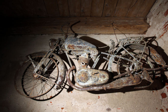 Eriko Ovčarenko/15min.lt nuotr./`is angliakas motociklas po žeme iagulėjo 37 metus.